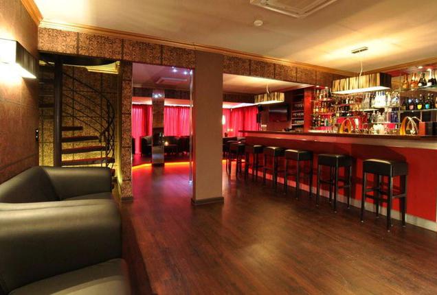 sexdating saskia farell lounge